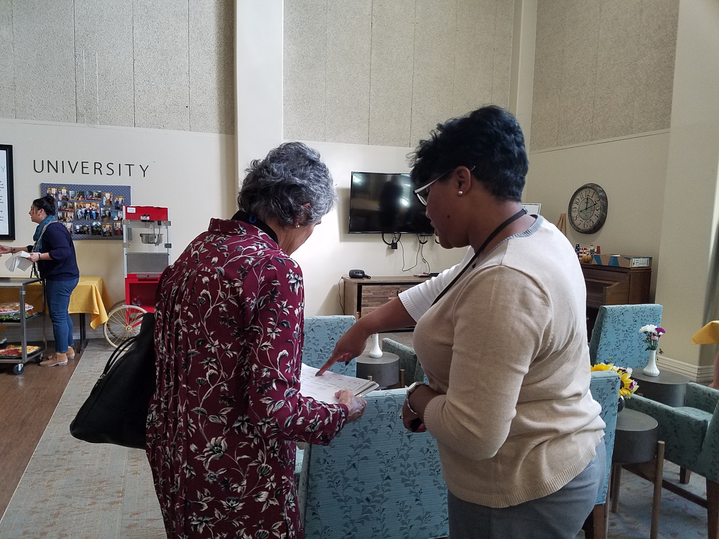Shantel Mims-Jones from Texas Department of Family and Protective Services shows agency data to Commissioner Cook.
